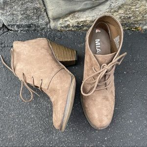 MIA • brown shayna heeled ankle booties